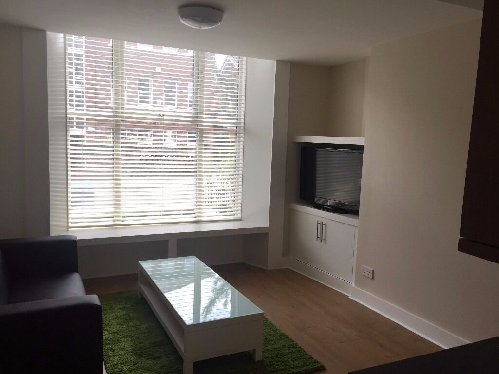 £90.00 En Suite Post Graduate room to let in an exclusive post grad flat.