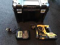 Dewalt sds hammer drill 18V(DCH253) 6months old