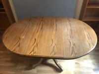 Solid Oak Round Extendable Dining Table in Good Condition