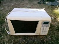 white microwave oven Cookworks 700w £5
