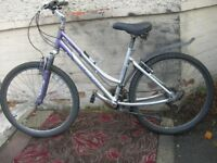 GIANT 6061 ALUXX TOWN BIKE FOR SALE