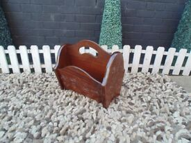 BEAUTIFUL SOLID OAK MAGAZINE RACK EXTREMELY SOLID AND WITH BEAUTIFUL DETAILS