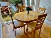 Hudson Round Oak Extending Dining Table with 6 Oxford Ivory Chairs