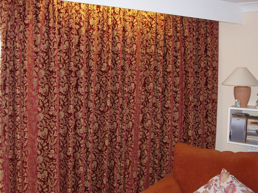 A PAIR OF QUALITY LARGE CURTAINS