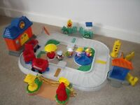 FISHER PRICE Little People Train Station with sounds