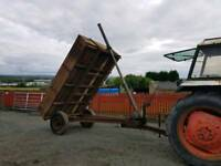 Tractor drop side tipping trailer comes with bale holders