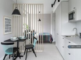 Studio flat in St. Marks Square, London, NW1 (#1138482)