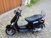Piaggio Vespa S 125, black, less than 1000 miles, MOT to Oct 2017. v.good condition.