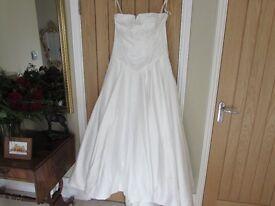 Wedding Dress by Pearce Fionda - Size 16