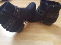 Girls shoes size 32