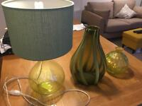 Green lamp, and 2 x Vase