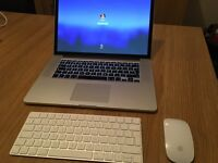 MacBook Pro - Late 2013 - i7 2.0Ghz - 8GB DDR3 - Intel Iris Pro - Apple Keyboard and Mouse
