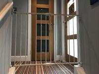 Lindam Push Shut Stair Gate in Excellent Condition
