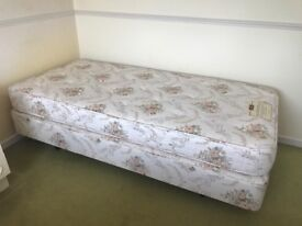 Single size bed in excellent condtion