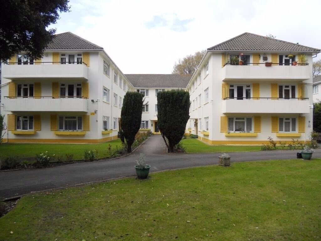 EAST CLIFF/BOURNEMOUTH-SPACIOUS 2 BED
