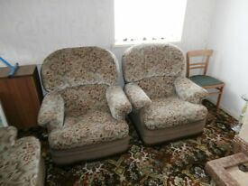 3 seater Sofa & 2 Matching Armchairs Buyer must collect from Wakefield Saturday or Sunday