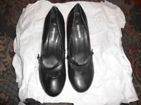 "womens shoes size 7 black 2"" heel"