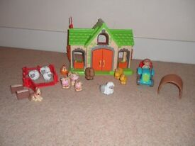 Happyland Farm Bundle with Animals and Tractor