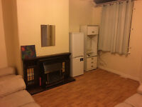Large room, couples, new bed, close to Uni and hospital. Refurbished house. Start from £94p/w