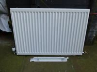 USED RADIATOR 900MM WIDE X 609MM HIGH INCLUDING STOP/AIR VENT & HONEYWELL THEMOSTACTIC VALVE