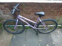 Ladies bike in need of repair. Condition: For parts or not working