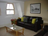 Furnished 2 bed flat in Clifton with parking