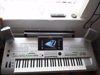 YAMAHA TYROS 3 IN EXCELLENT ORDER COMPLETE WITH SATELLITE AND BASS SPEAKER +1GB OF EXPANDED MEMORY+