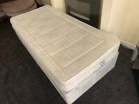Single divan bed. Base and mattress