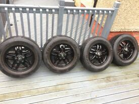 Land Rover alloys with Tyres