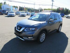 2017 Nissan Rogue SV AWD, HTD SEATS, SUNROOF!