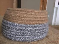 Bicolour basket with handles