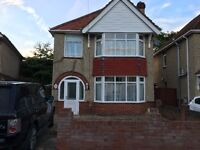 3 bed room detached house with lift