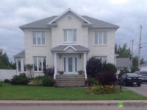 320 000$ - Maison 2 étages à vendre à Roberval
