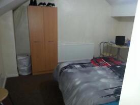 Double bed room furnished house £250/month