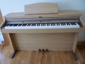 2nd hand Roland Hp102e digital piano in excellent condition. Stool and Instruction manual included