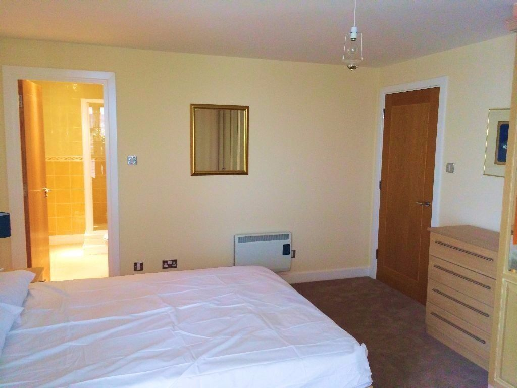 SPACEOUS DOUBLE ROOM IN SOUTH QUAY!!