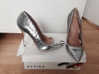 Office heels size 5 new in box