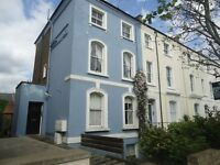 Stunning bright 2 double bedroomed 1st & 2nd floor maisonette. Set in a quiet road and only 5 mi