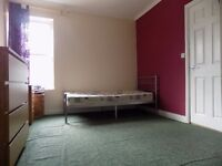 Lovely Studio Flat close to Town Centre and Train Station - Available Now - No DSS