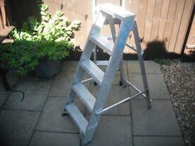 Heavy duty 4ft aluminium step ladders
