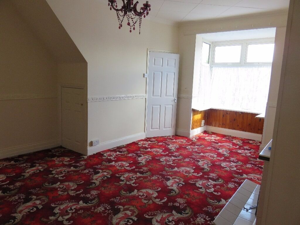 2 Bed Bedroom no move in fees! no bond dss welcome! 2 bed immaculate house with