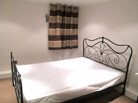 Large Double Room Available in Brentford/ Chiswick - 5 mins walk from station
