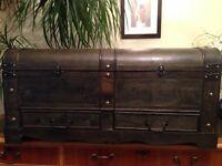 Storage chest / trunk