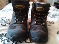 Capri waking boot size 7