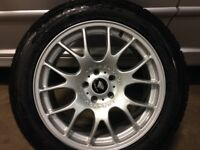 Range Rover 19 inch Alloys with as new Winter tyres