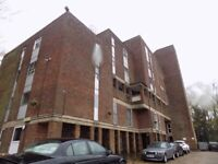 2 Bedroom flat, 1 bathroom and 1 reception room close to Town Centre