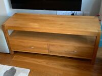 Solid oak tv stand / cabinet, good condition and lovely addition to any living room