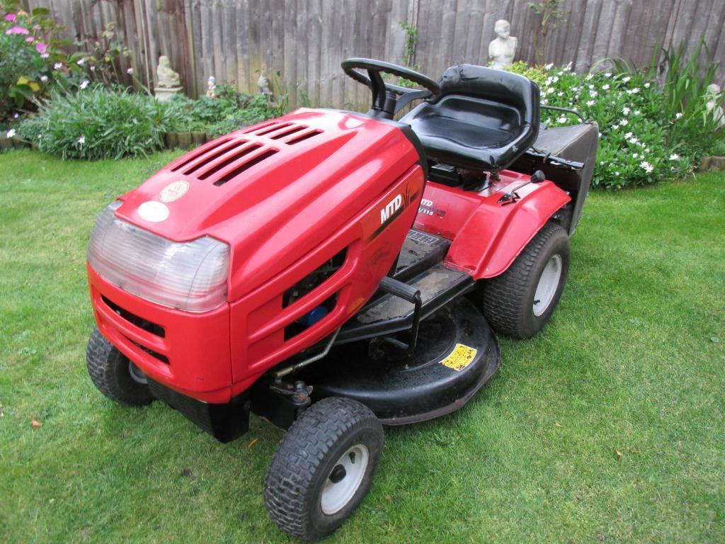 lawnflite mtd j 115 13hp 30inch deck ride on mower garden tractor vgc in nottingham. Black Bedroom Furniture Sets. Home Design Ideas
