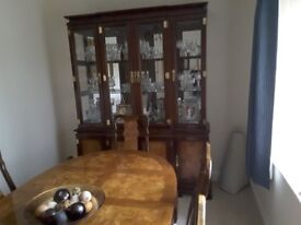 Polished hardwood dining table, 2 carvers and 4 chairs