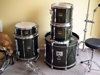 Yamaha Stage Custom drum kit , Sabian Pro cymbals and Mapex double bass pedal !